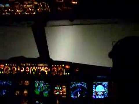Vous vous demandiez à quoi ressemble un atterrissage aux instruments sans visibilité ?