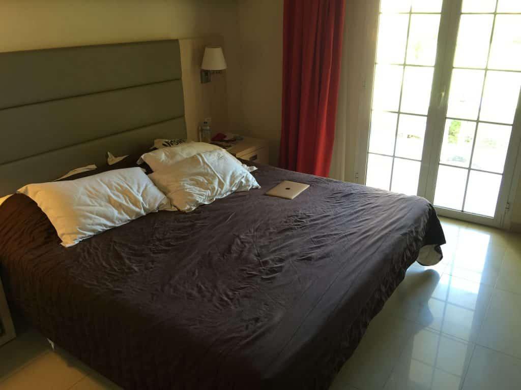 Chambre parentale de la suite familiale du Mayor Capo di Corfu