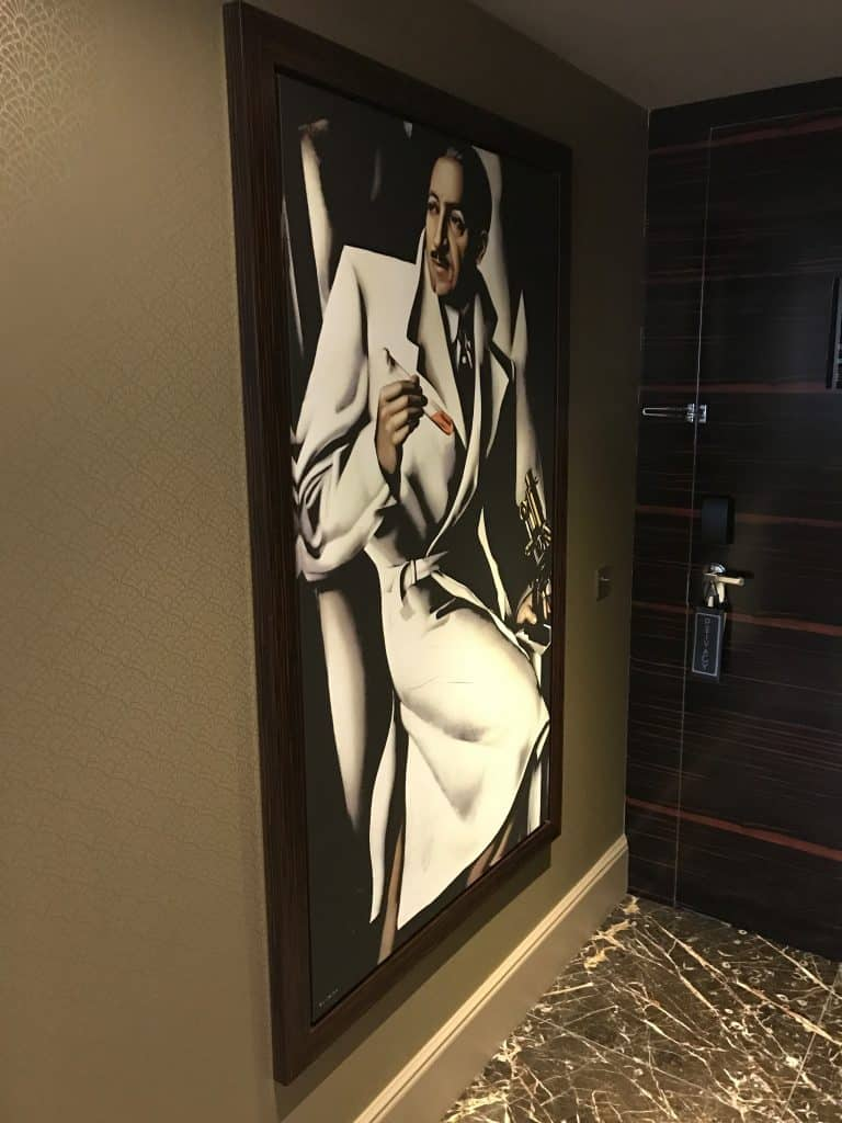 Entrée de la suite Makassar du Prince de Galles, Paris